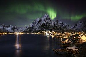 Northern lights over Reine, Lofoten