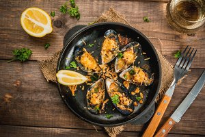 Grilled Mussels with cheese