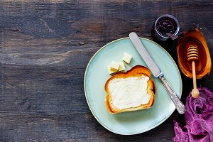 Whole grain bread toasts