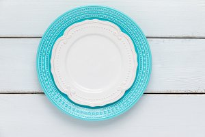 White and blue plates