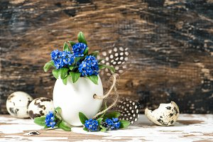 Easter decoration flowers and eggs