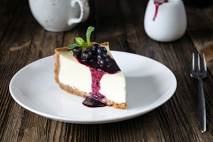 Cheesecake with black currant sauce