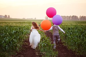 Wedding couple with baloons