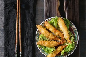 Fried tempura shrimps with sauce