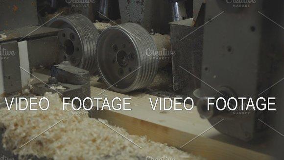Production Of Laminated Veneer Lumber Mechanized Production