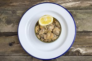 Can of preserved with clams
