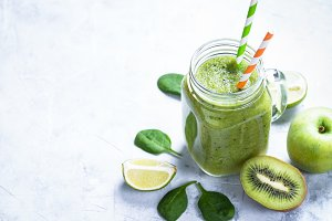 Green smoothie in mason jar