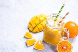 Mango orange juice smoothie