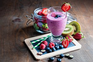 Berry smoothie with yogurt