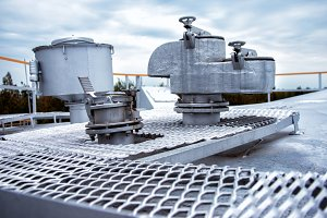Large steel safety valve