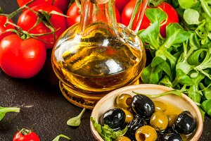 Olive oil, lettuce leaves, tomatoes