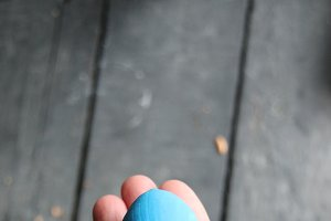 Hand holding an easter egg