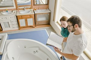 client or couple buying a Jacuzzi