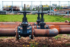 steel pipes with valves