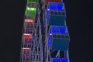 Old fashioned ferris wheel.jpg