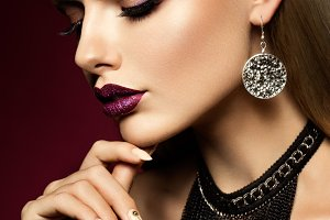 Beautyful girl with pink glitter on her lips