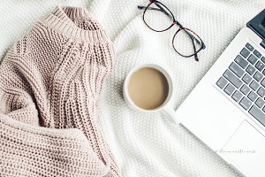 Cozy Styled Lifestyle-Sweater Coffee