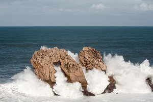Big and dangerous waves in the rocks