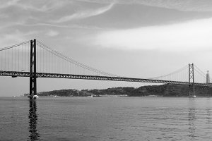 """""""25 de abril"""" steel bridge, Lisbon"""