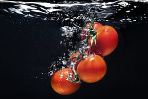 Fresh tomatoes in the water