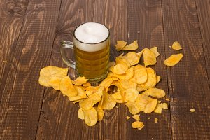 Beer and crunchy chips