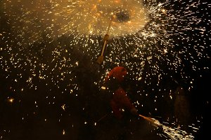 diables under the pyrotechnic firewo