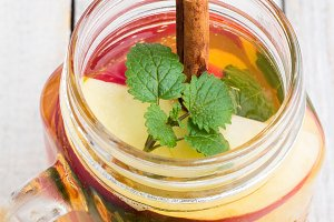 ice tea,mint,cinnamon,apple