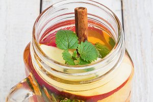 tea with ice,mint,cinnamon,apple