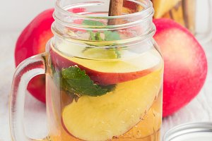 tea with ice, red apple,mint