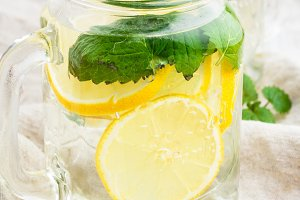 water with lemon,mint