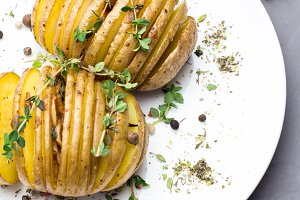 baked potato with thyme