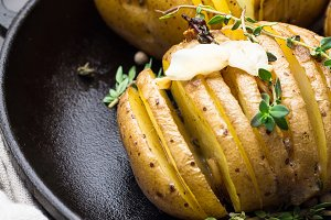 baked potato,thyme,garlic,pepper