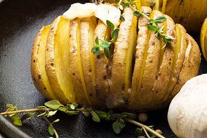 potato with pepper,garlic,thyme