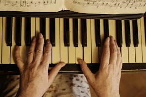 hands play piano close up photo