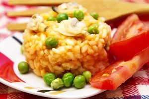 risotto with seafood and tomato