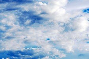 Cloudy blue sky. Meteorología.