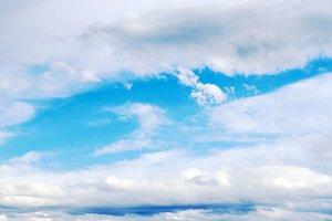 Nuebes in the blue sky.  Meteorology.