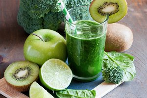Green fresh spinach smoothie