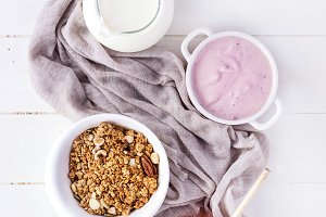 Granola oats and grains breakfast
