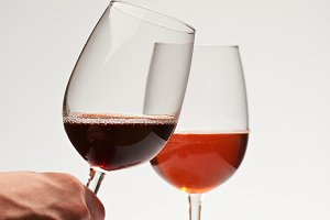Hand hold red wine glass