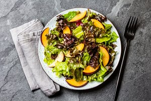 Lettuce salad with plums