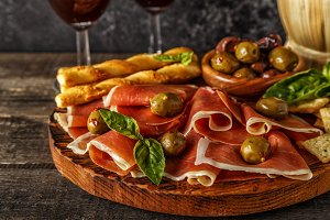 Prosciutto with red wine