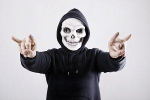 The death: hornet hand