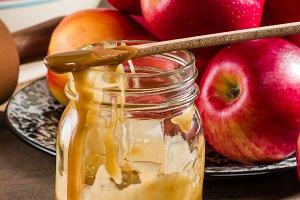 Mason jar of caramel sauce for apple pie