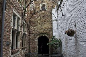 The narrow courtyard.