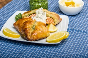 Salmon fillet in pastry with kale pesto
