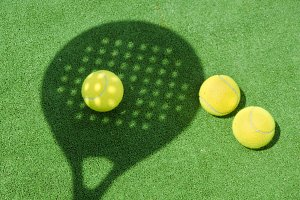Paddle tennis shadow