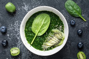 Green spinach smoothie bowl