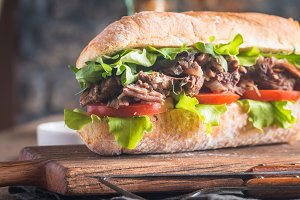 Beef sandwich with tomato and salad