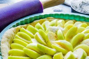 Coocking apple pie